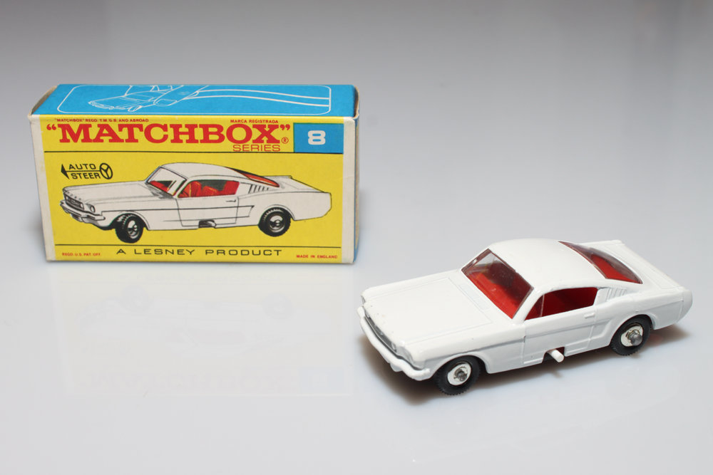 RW008-E-Ford Mustang Fastback 1966.JPG